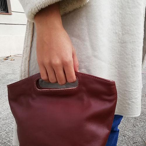 Bossa de mà per a dona. Pell natural. De disseny. Botiga Moda en linia Popelin Barcelona