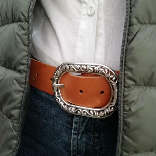 Cinturó de cuir amb sivella. Accessori de moda. Popelin Barcelona