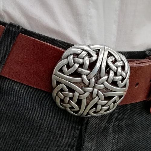 Cinturó de cuir amb sivella Celtic. Artesanía de Catalunya. Popelin Barcelona