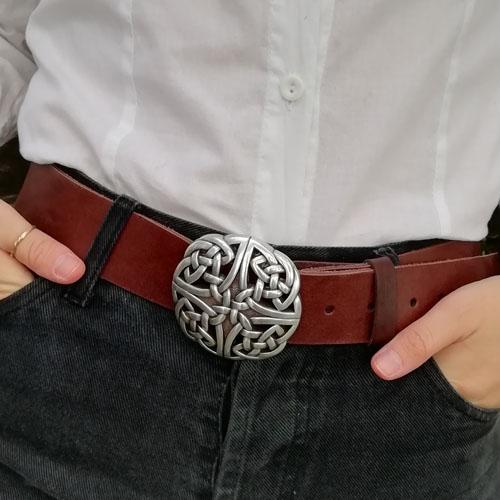 Cinturó de cuir amb sivella Celtic. Fet a mà. Popelin Barcelona