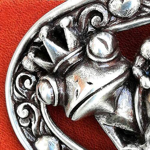 Cinturó de cuir amb sivella metàl·lica. accessori de moda. Popelin Barcelona
