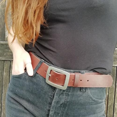 Cinturó de pell amb sivella metàl·lica City. Bonic i simple. Popelin Barcelona