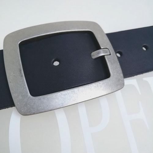 Cinturó de pell amb sivella metàl·lica City. Cuir 100%. Popelin Barcelona