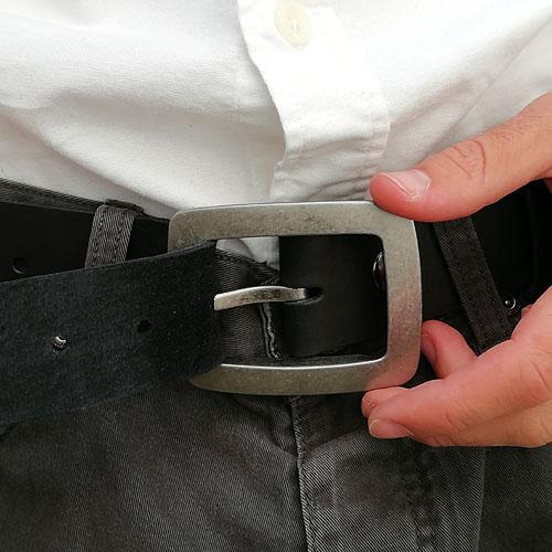 Cinturó de pell amb sivella metàl·lica City. Disseny actual. Popelin Barcelona