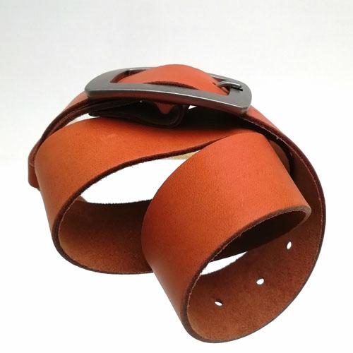 Cinturó de pell amb sivella metàl·lica City. Moda home i dona. Popelin Barcelona