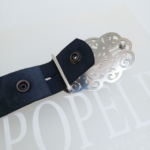 cinturó de cuir negre amb sivella metàl·lica. Forja. Bonic i original. Popelin Barcelona