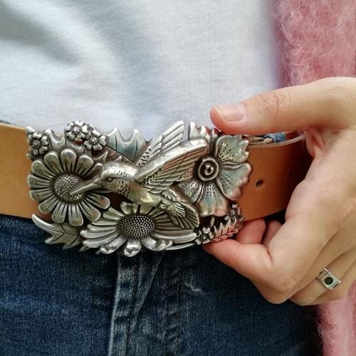 cinturó de cuir amb sivella Colibrí. Modern i bonic. Popelin Barcelona