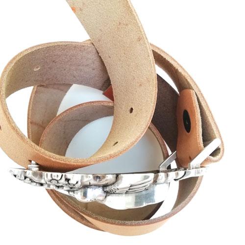 cinturó de cuir amb sivella Colibrí. Regal de disseny. Popelin Barcelona