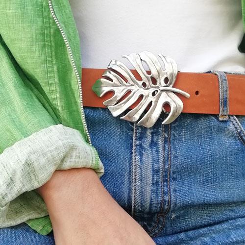 cinturó de cuir amb sivella metàl·lica. Artesania de disseny. Popelin Barcelona