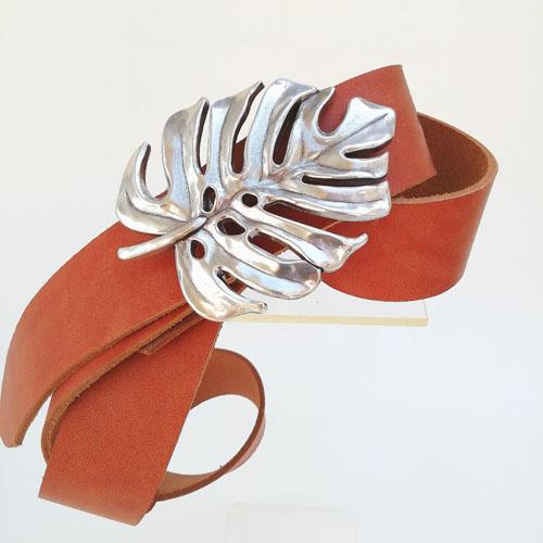 cinturó de cuir amb sivella metàl·lica. Disseny original. Popelin Barcelona