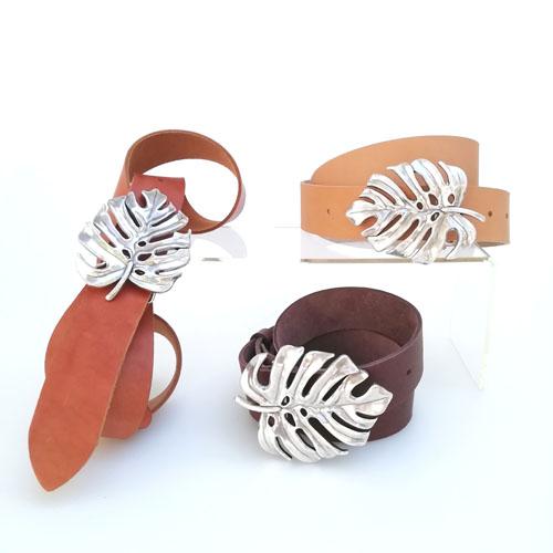 cinturó de cuir amb sivella metàl·lica. Moda per a dona. Popelin Barcelona