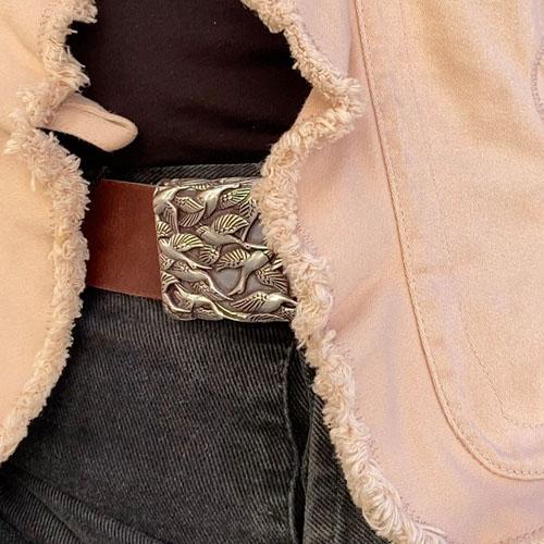 cinturó de cuir amb sivella metàl·lica per el regal perfecte. Popelin Barcelona