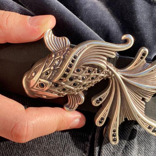 cinturó de pell i sivella Aqua amb bany de plata i cristalls Swarovsky. Artesanía de Catalunya. Popelin Barcelona