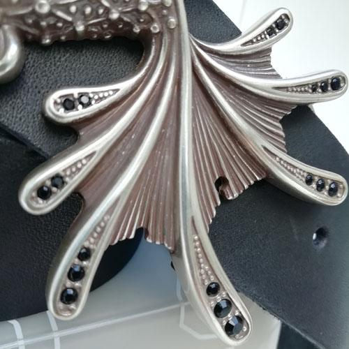 cinturó de pell i sivella Aqua amb bany de plata i cristalls Swarovsky. Corretga de cuir. Popelin Barcelona