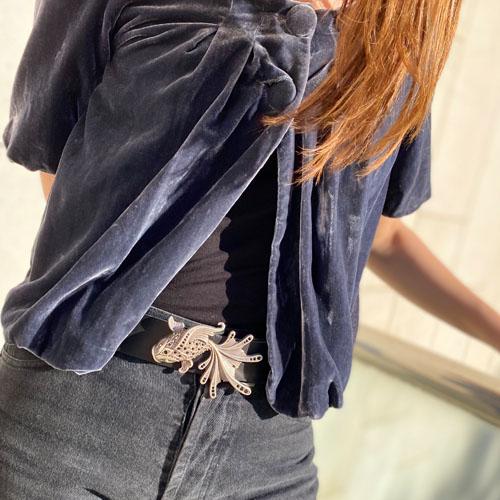 cinturó de pell i sivella Aqua amb bany de plata i cristalls Swarovsky. Fet a mà. Popelin Barcelona