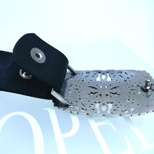cinturó de pell de vaca amb sivella de disseny. Popelin Barcelona