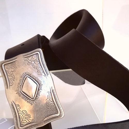 cinturo cuir negre artesa fabricat Europa Popelin Barcelona