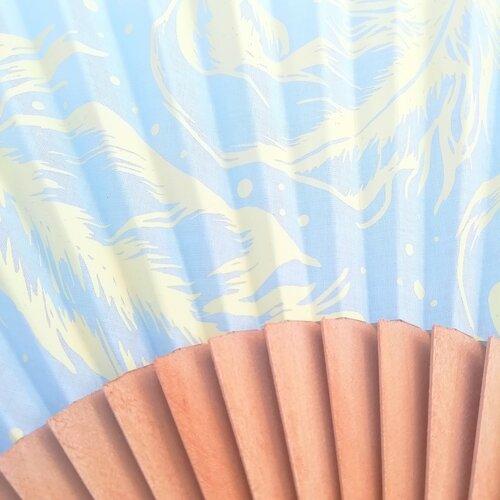 abanico azul plumas estampado diseno popelin barcelona espana