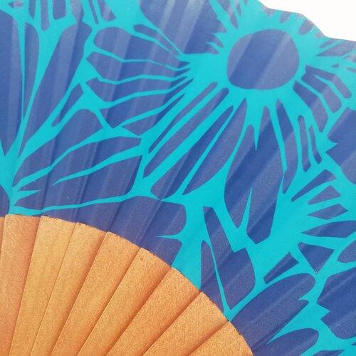 abanico diseno flores azul popelin barcelona artesania espanola