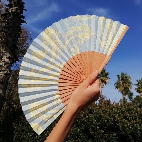 abanico plumas azul cielo amarillo popelin barcelona spain